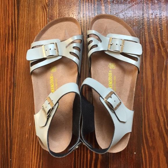 4fc240e06282 Birkenstock Shoes - NWOT Birkenstock women s Bali sandals